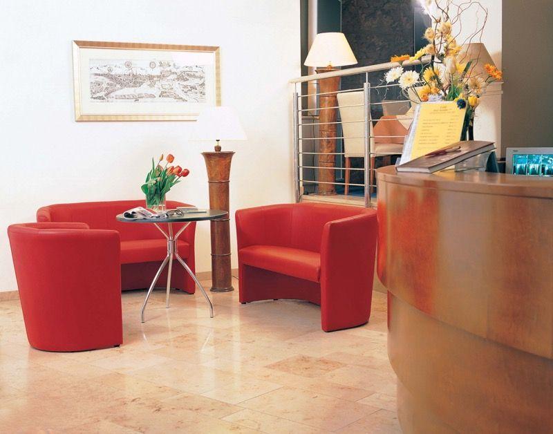 Диван и кресла для офиса