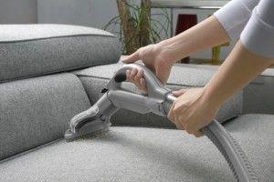 Чистка мягкой мебели с помощью пылесоса