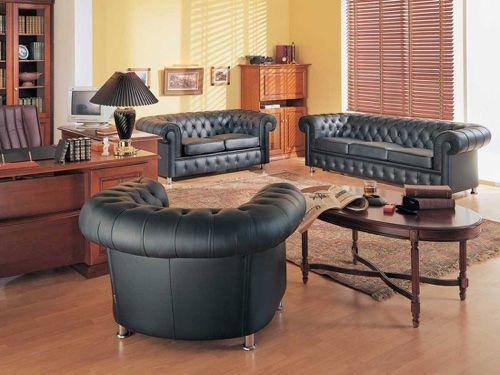 Кожаная мебель для ведения переговоров в кабинете начальника