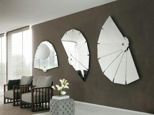 Декоративные зеркала в гостиной