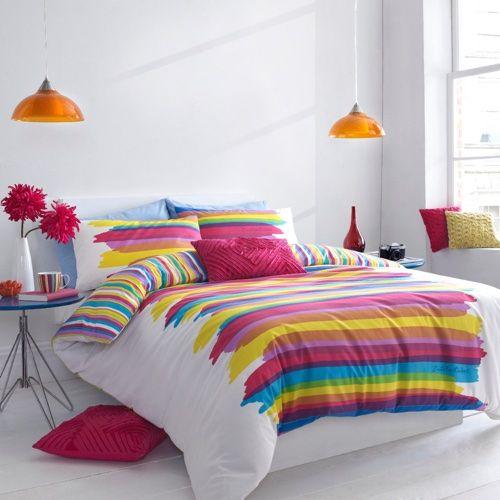 Яркий весенний интерьер спальни